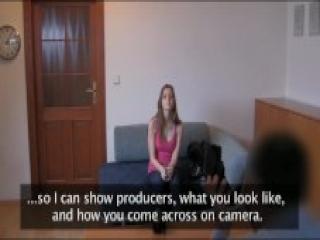 Timida Jovencita en su Primer Casting con Creampie