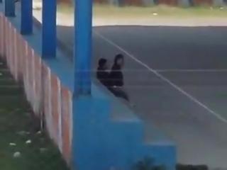 Parejita de Colegiala Pillados Sexo Rapidin en la Cancha del Colegio
