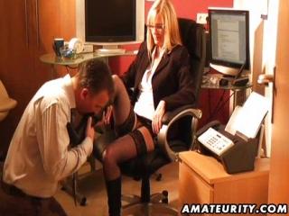 Follando Con mi Jefe en la Oficina se Corre en mis Botas