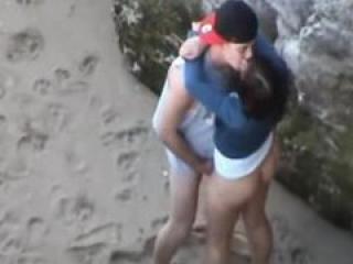 Ella Insiste y Consigue que se la Folle en la Playa