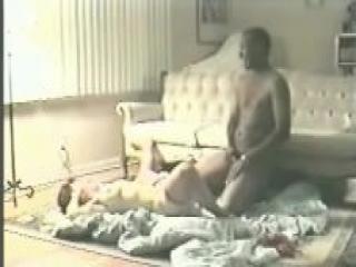 Cornudo Mirón Mientras un Gran Negro Taladra a su Madura Esposa