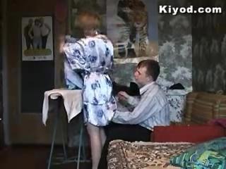 Mama Rusa Apaga la Calentura de su Hijo