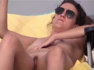 Atención Voayer... Voayer a la Vista en la Playa Nudista¡