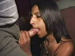 Video Real Pervertido Follándose por el Culo a una Puta en el Coche