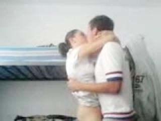 Sexo Intenso Entre una Joven Pareja. Los Interrumpe el Amigo