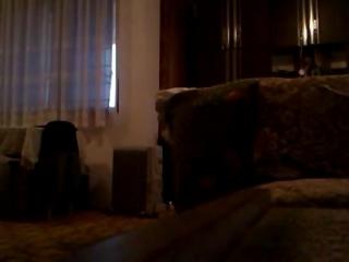 Cámara Oculta Graba Follada de Joven Pareja en Salón de Casa