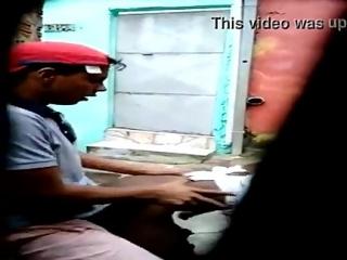 Video Real. Pillados Con Cámara Oculta Empotrando a una Joven Negra