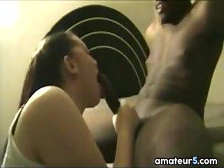 Succiona su Gran Polla Negra Hasta Atragantarse