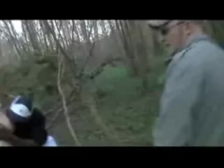 Haciendo Dogging Su Esposa es Follada por dos Negros en el Bosque