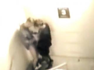 Pillados Follando en las Escaleras