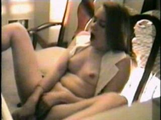 El Agradable Orgasmo Vintage de una Joven